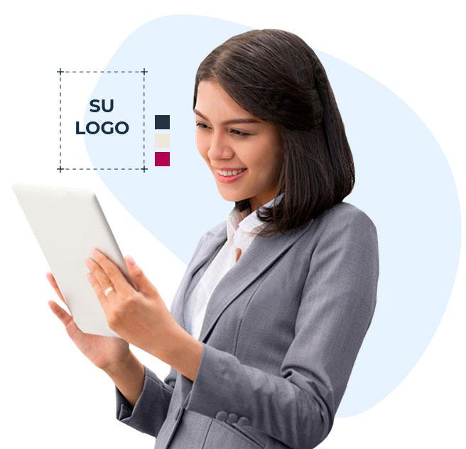 Emprendedora participando en diseño de logotipo